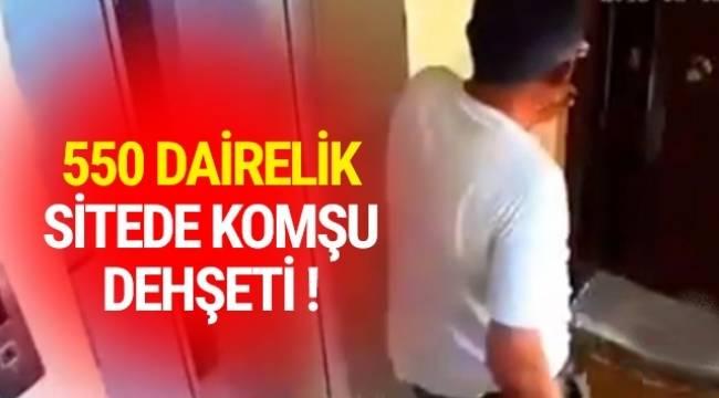 Ankara'da 550 dairelik bir sitede akli dengesi yerinde olmayan bir kişi, elinde bıçakla komşularının kapısını kırıyor.