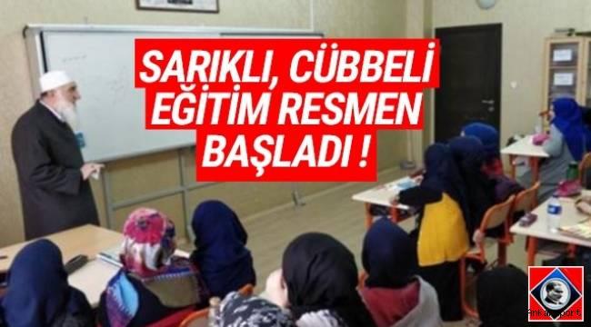 Ankara Yenimahalle'de bulunan ortaokulda sarıklı cübbeli