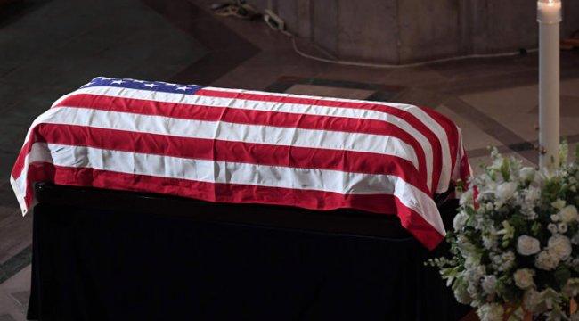 McCain'in cenazesine Trump katılmıyor