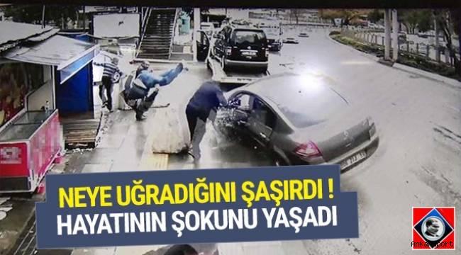 Ankara'da kaza yaptığı hafif ticari aracın çekiciye yüklenmesini bekleyen sürücüye otomobil çarptı.