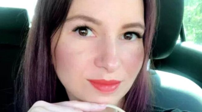 Genç Kadının 4 Yıldır Kesmediği Tırnakları, 12 Santim Uzadı