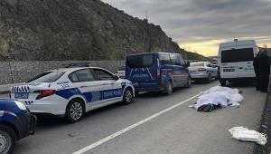 Ankara'da sürücüsünün direksiyon hakimiyetini kaybetmesi sonucu derece uçan araçtaki 3 kişi öldü, 2 kişi ise yaralandı.
