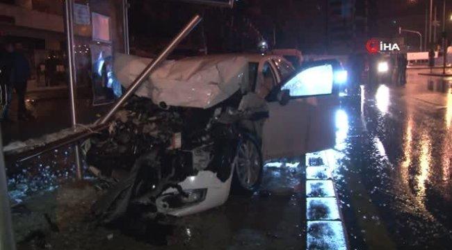 Başkent'te Sıkışmalı Trafik Kazası: 2 Yaralı