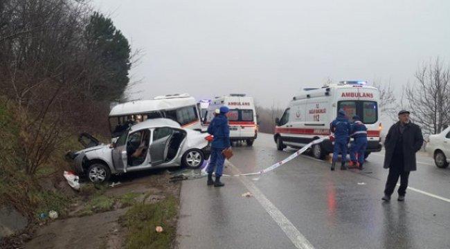 Son Dakika! Öğrenci Servisiyle Otomobil Çarpıştı: 1 Ölü, 9 Yaralı