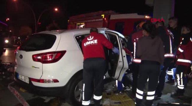 Ankara Otomobil Yön Tabelasına Çarptı: 3 Yaralı