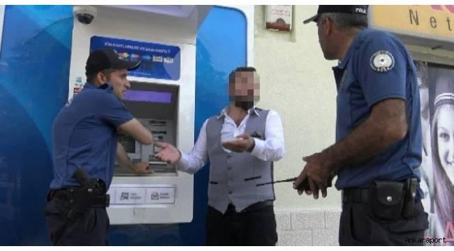 Başkent'te bir kişi ev kirasını yutan ATM'yi yumrukladı.