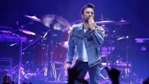 Moskova'da Konser Veren Tarkan, Kalça Şovuyla Hayranlarını Mest Etti