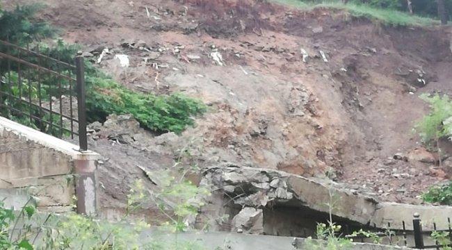 Başkent'te yağmura dayanamayan istinat duvarları çöktü