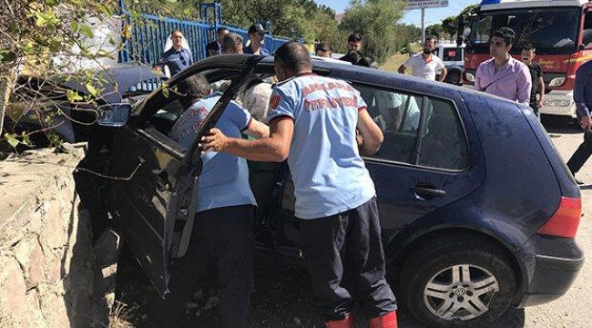 Ankara'da öğretmenler kaza yapan araçta sıkıştı
