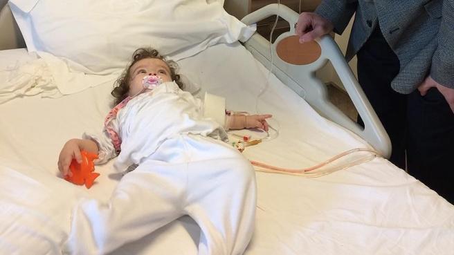 Altı aylık bebeğin böbreğinden taş çıktı