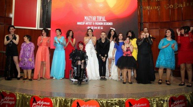 Mazyar Topal'ın düzenlediği Aşk Engel Tanımaz' adlı defile, engelliler podyuma çıktı.