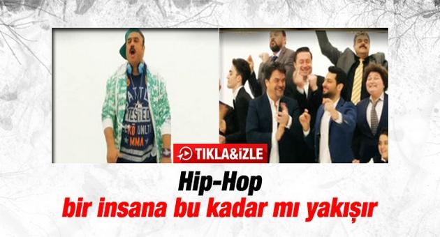 Beyaz Show'a katılan Bülent Serttaş, Hip-Hop yaptı.